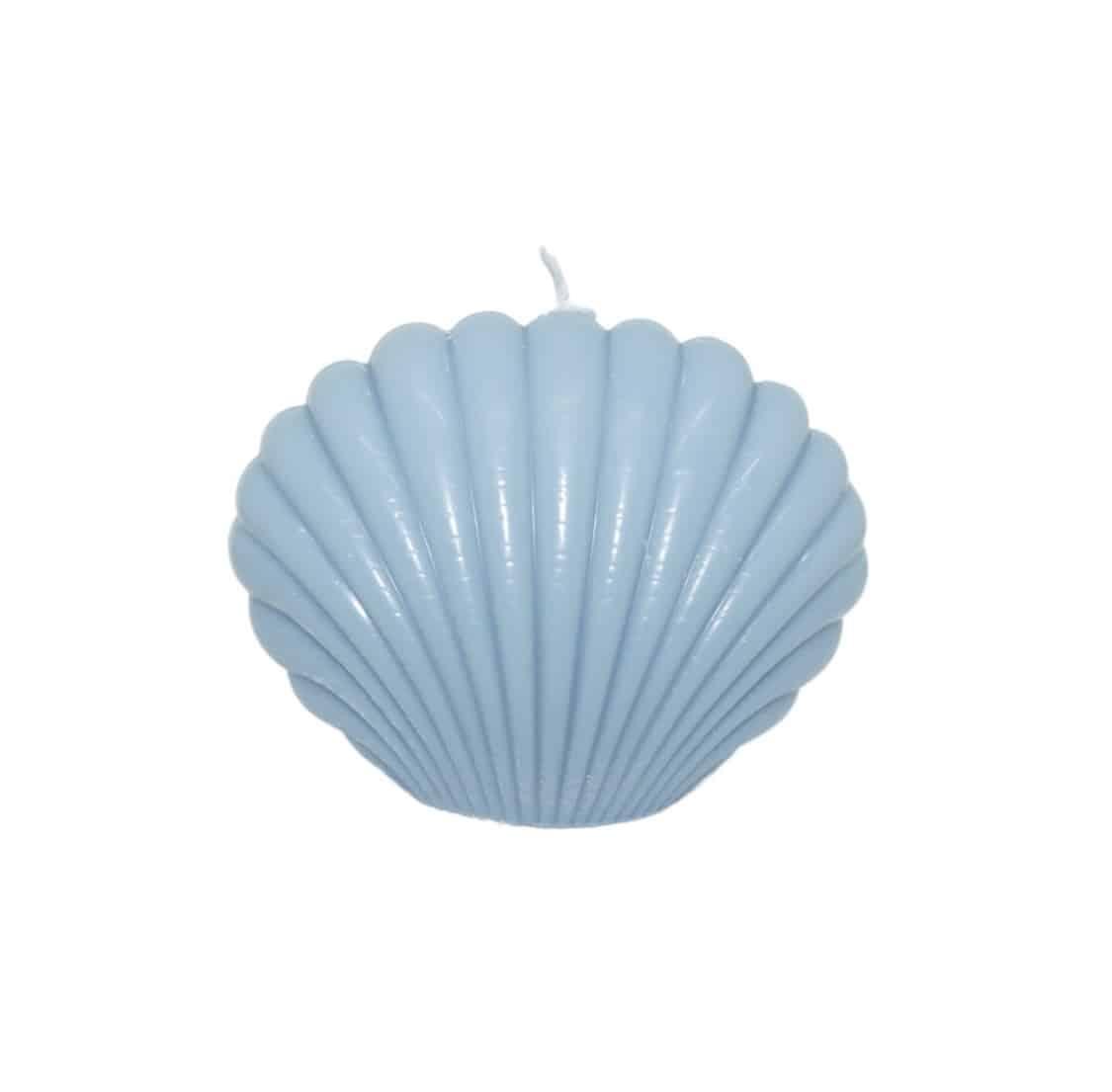 Bougie coquillage bleu pastel sur fond blanc surfing road