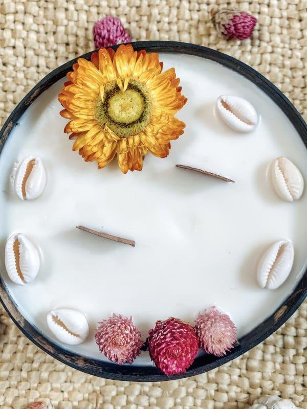 bougie fleurie coque noix de coco coquillage mèche en bois