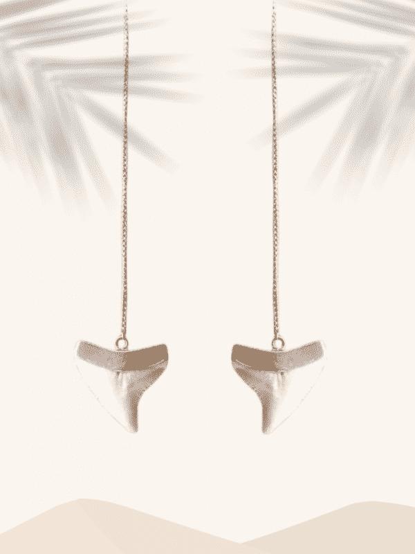 boucle d'oreille dent de requin surfeuse Bali